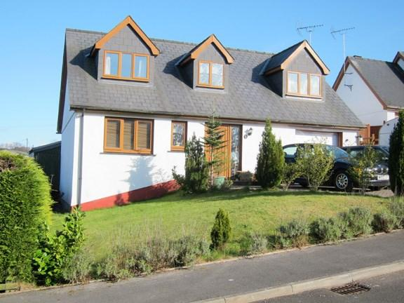 4 Bedrooms Detached Bungalow for sale in Green Meadow,, New Inn, SA39