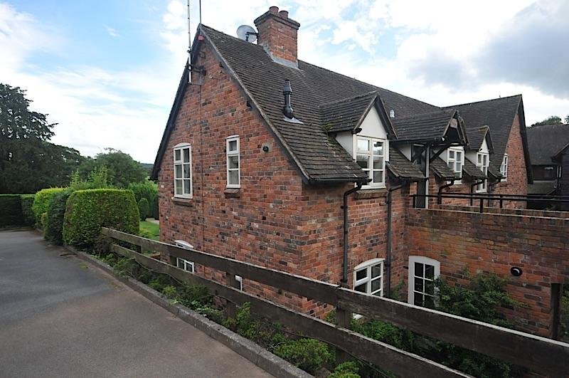 2 Bedrooms Barn Conversion Character Property for sale in CHURCHILL - The Hayloft