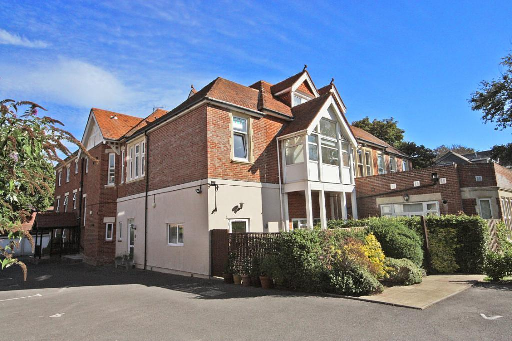 2 Bedrooms Flat for sale in Seacliff Court, 23 Boscombe Cliff Road, Bournemouth, Dorset, BH5
