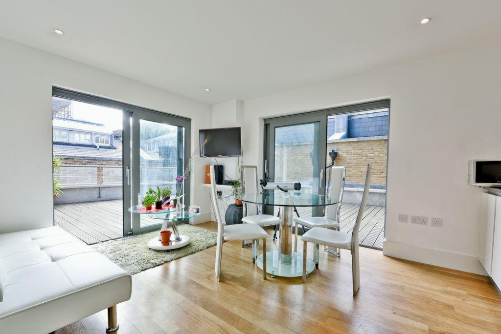 3 Bedrooms Apartment Flat for sale in West Carriage House, Royal Carriage Mews, Royal Arsenal Riverside, SE18