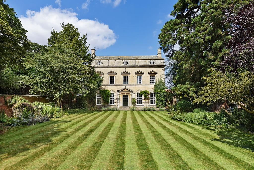 7 Bedrooms Manor House Character Property for sale in Leasingham, Sleaford