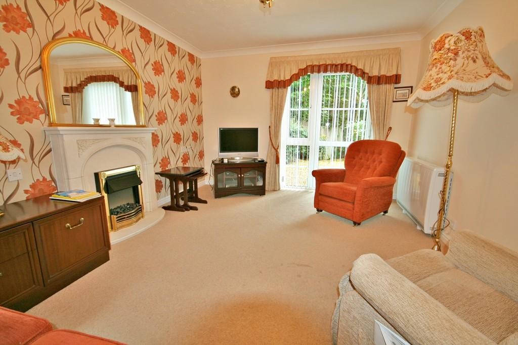 2 Bedrooms Ground Flat for sale in Billingshurst