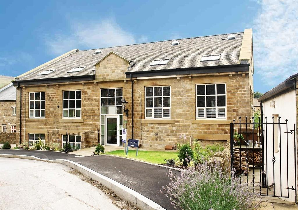 2 Bedrooms Apartment Flat for sale in Gibbs Close, Greenfield, Saddleworth