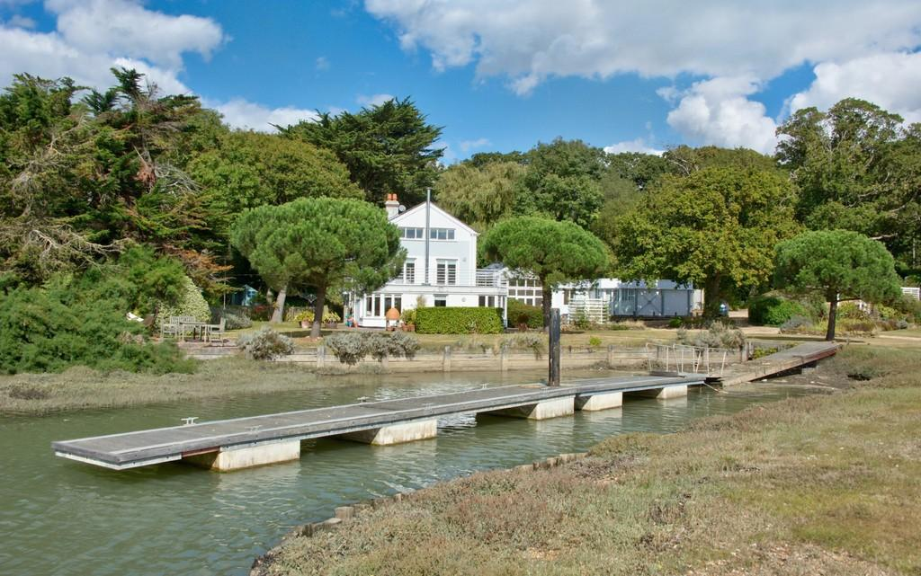 8 Bedrooms Detached House for sale in Wootton Bridge, Isle of Wight