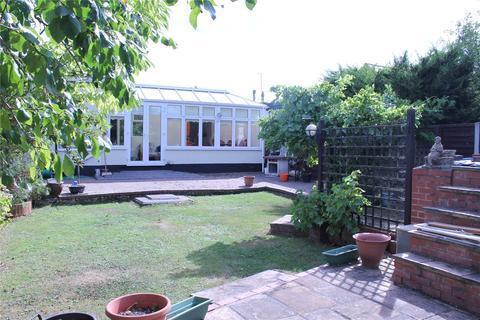 3 bedroom semi-detached bungalow for sale - Goodwood Avenue, Hutton, Brentwood, Essex, CM13