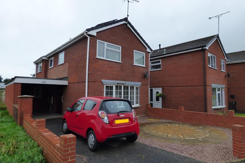 3 Bedrooms Detached House for sale in Greenacres Drive, Uttoxeter, Staffordshire, ST14 7EB