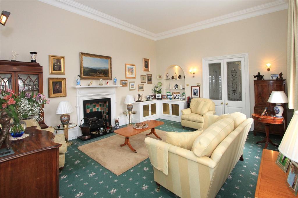 3 Bedrooms Maisonette Flat for sale in Dene Park, Shipbourne Road, Tonbridge, Kent, TN11