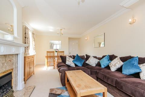 2 bedroom apartment to rent - Avery Court, Hernes Road