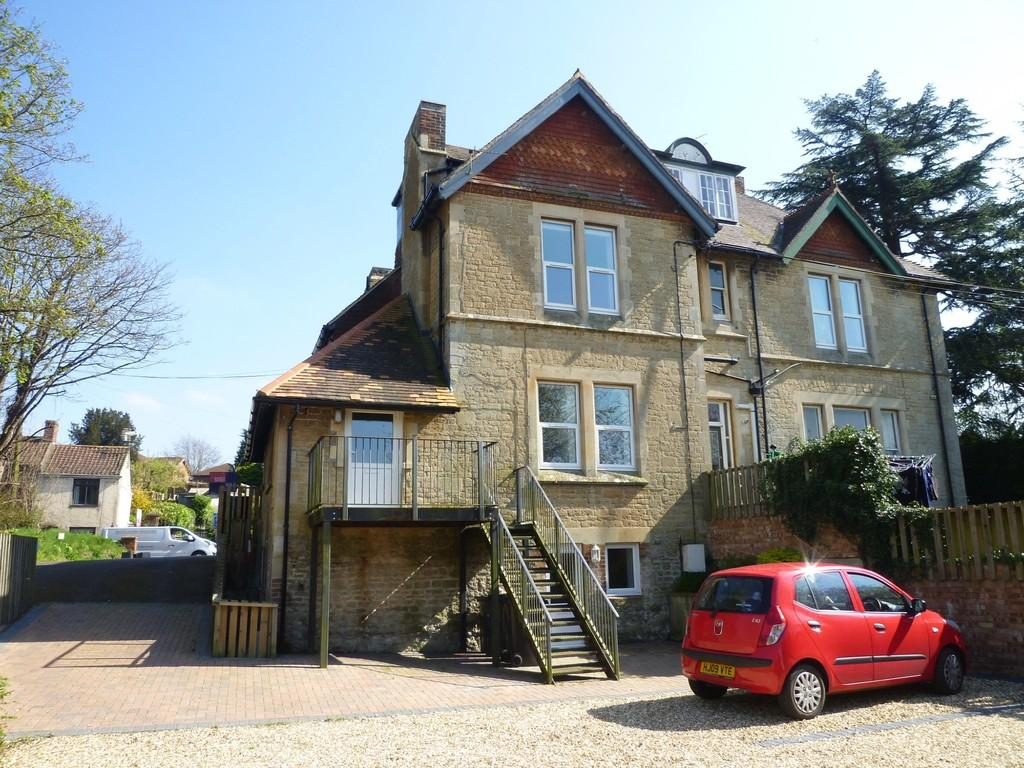 2 Bedrooms Apartment Flat for sale in Warminster Road, Westbury