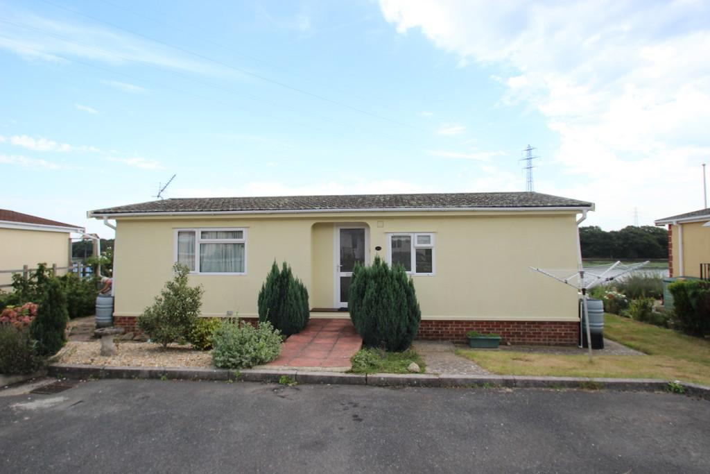 2 Bedrooms Park Home Mobile Home for sale in Dodnor Lane, Newport