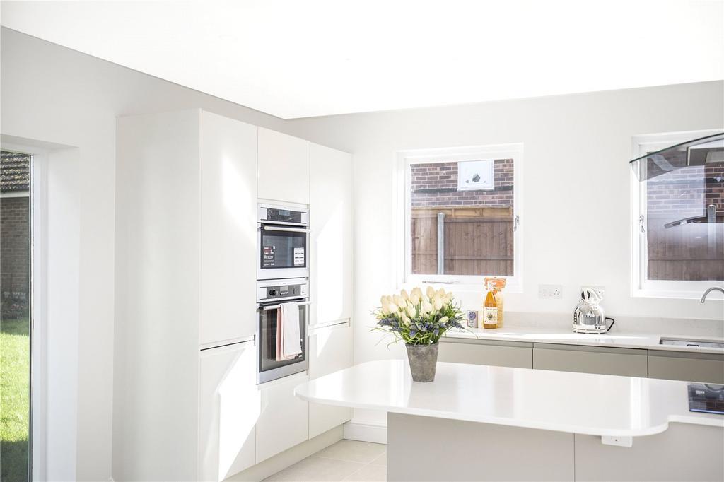 2 Bedrooms End Of Terrace House for sale in 2 Orchard Heights, Furnace Lane, Horsmonden, Tonbridge, TN12