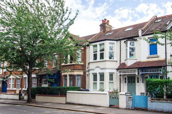 3 Bedrooms Terraced House for sale in Horn Lane, Acton