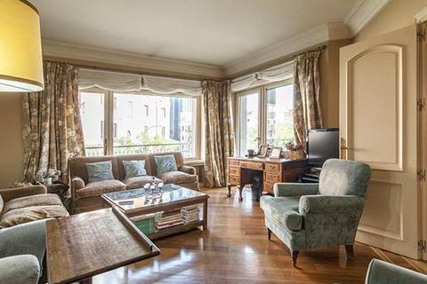 7 bedroom apartment  - Almagro, Chamberí, Madrid