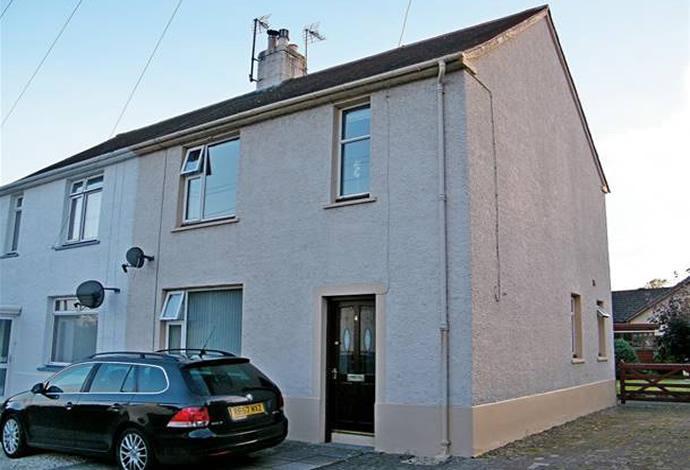 3 Bedrooms Semi Detached House for sale in 4 Duns Road, Ednam, TD5 7QJ