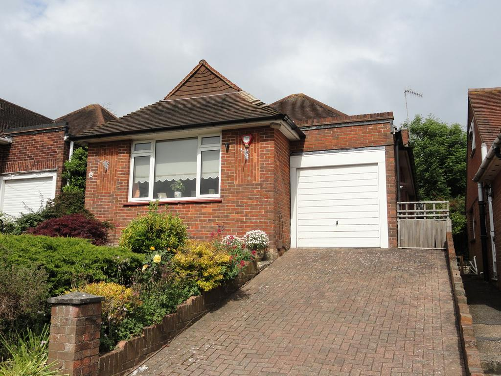2 Bedrooms Detached Bungalow for sale in Windsor Close, Hove BN3