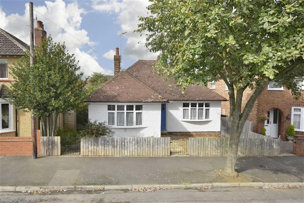 2 Bedrooms Detached Bungalow for sale in Blandford Avenue, Kettering