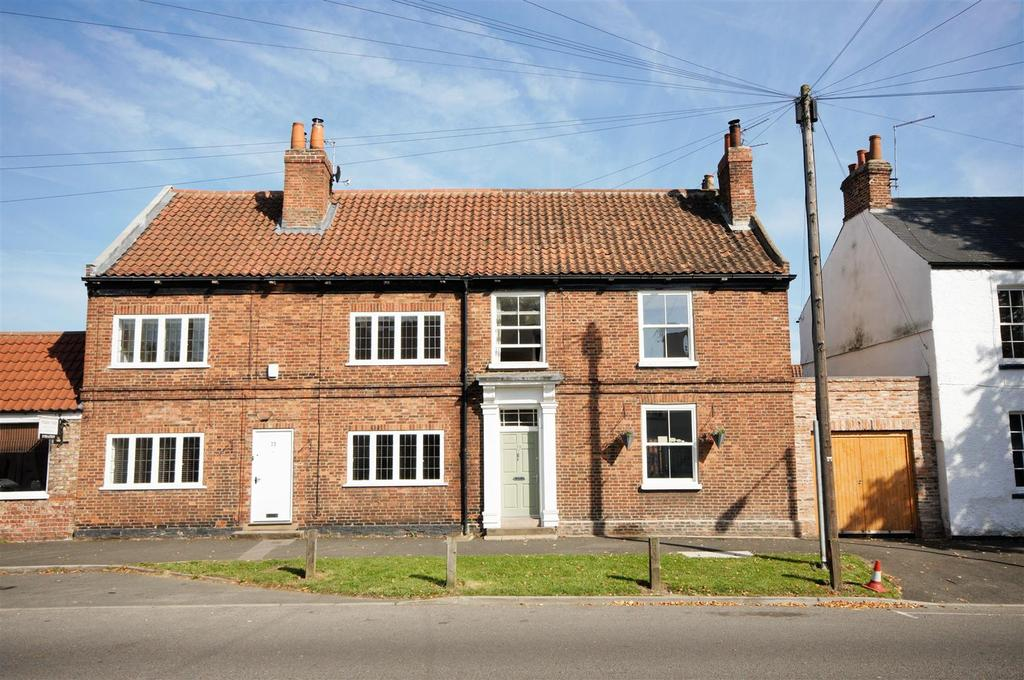 4 Bedrooms House for sale in Main Street, Fulford, York