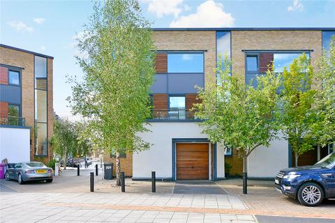 4 bedroom end of terrace house to rent - Basin Approach, London