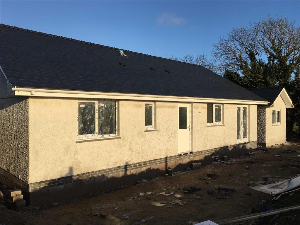 3 Bedrooms Detached Bungalow for sale in Plas Llwyd, Penysarn, Isle Of Anglesy