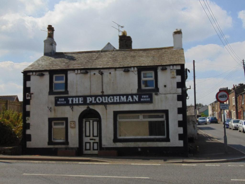 2 Bedrooms Detached House for sale in Ploughman Inn, Maryport Road, Dearham, Cumbria, CA15 7EG