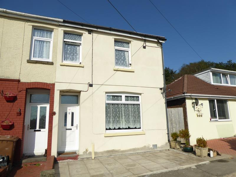 3 Bedrooms End Of Terrace House for sale in Energlyn Crescent, Caerphilly