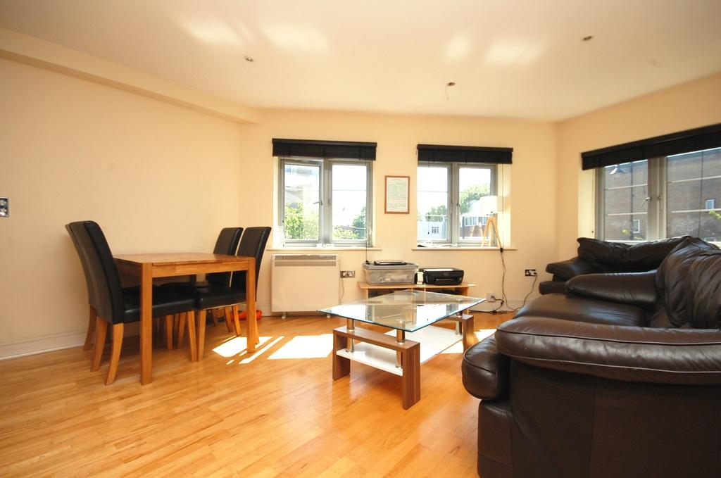 2 Bedrooms Flat for sale in Southwark Park Road Bermondsey SE16
