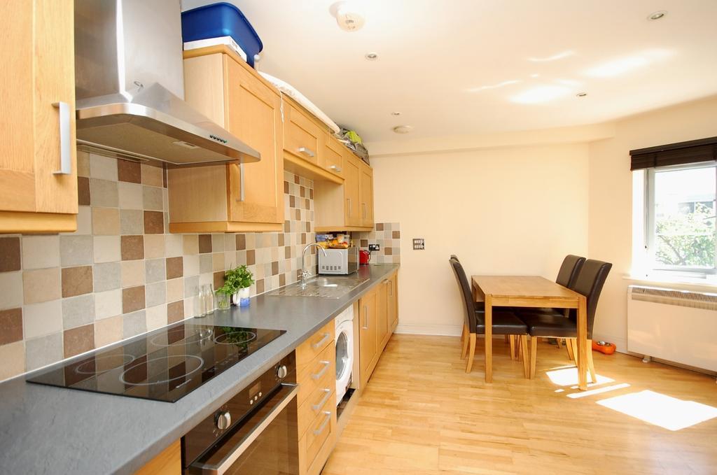 2 Bedrooms Flat for sale in Southwark Park Road Bermondsey SE16