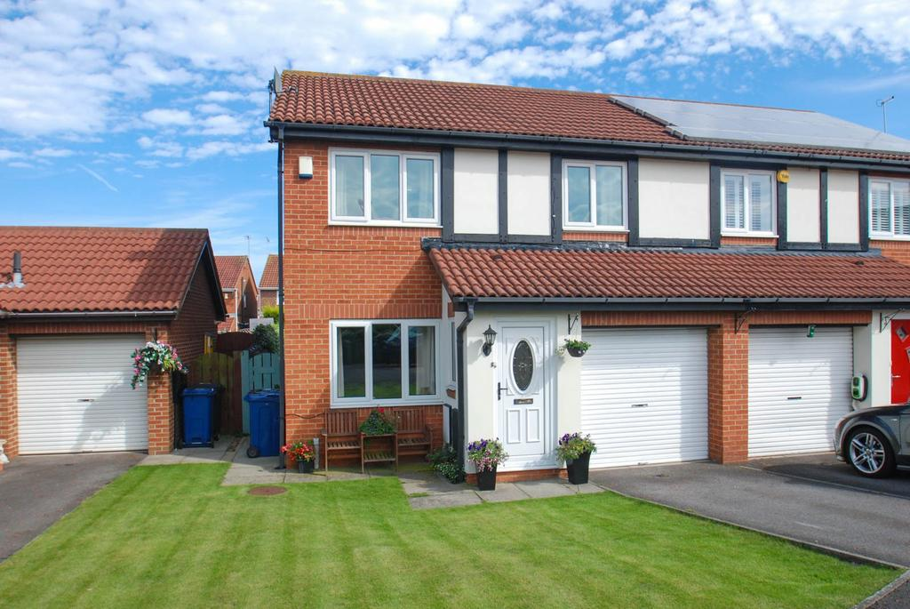 3 Bedrooms Semi Detached House for sale in Beaconside, South Shields