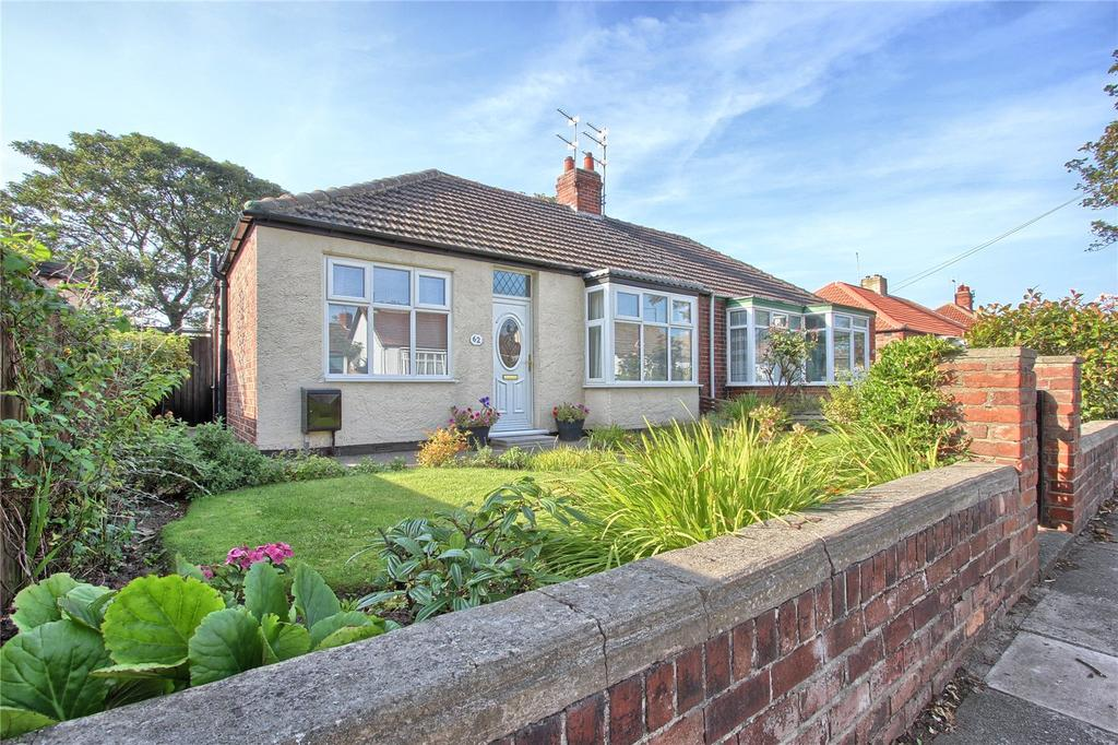 2 Bedrooms Semi Detached Bungalow for sale in Lilac Grove, Redcar