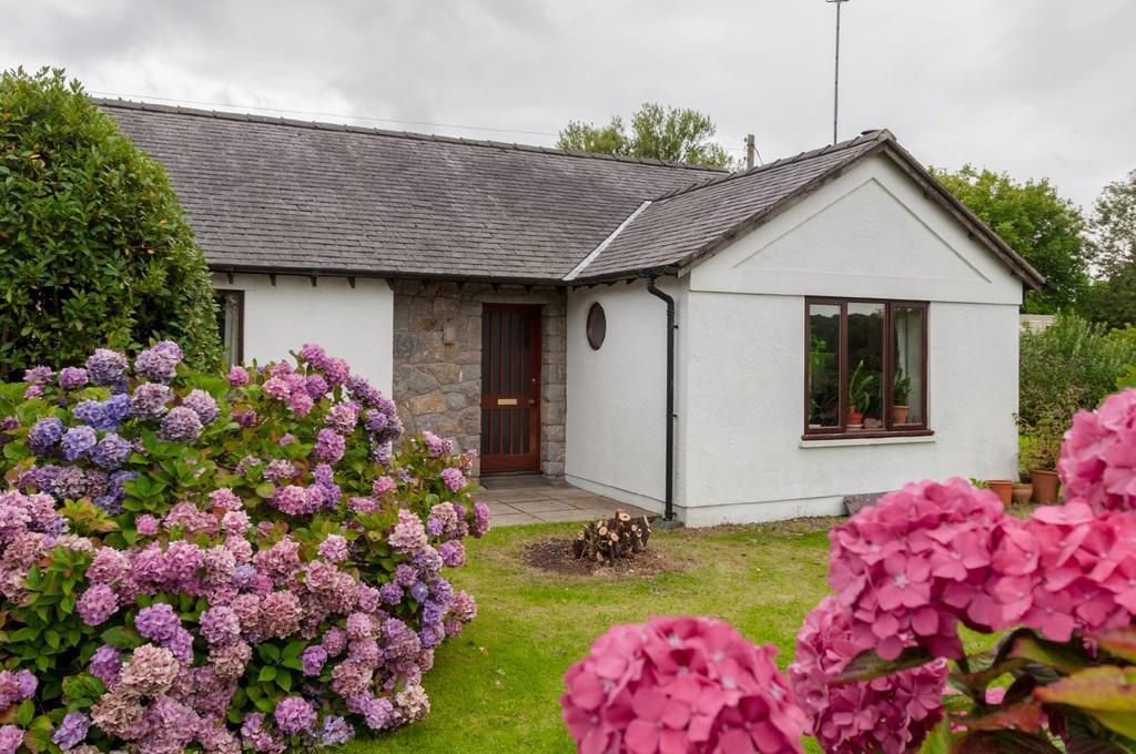 2 Bedrooms Detached Bungalow for sale in Llanallgo, Moelfre, North Wales