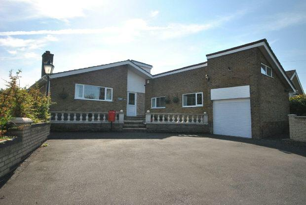4 Bedrooms Detached Bungalow for sale in Holton Mount, Holton-le-Clay, Grimsby