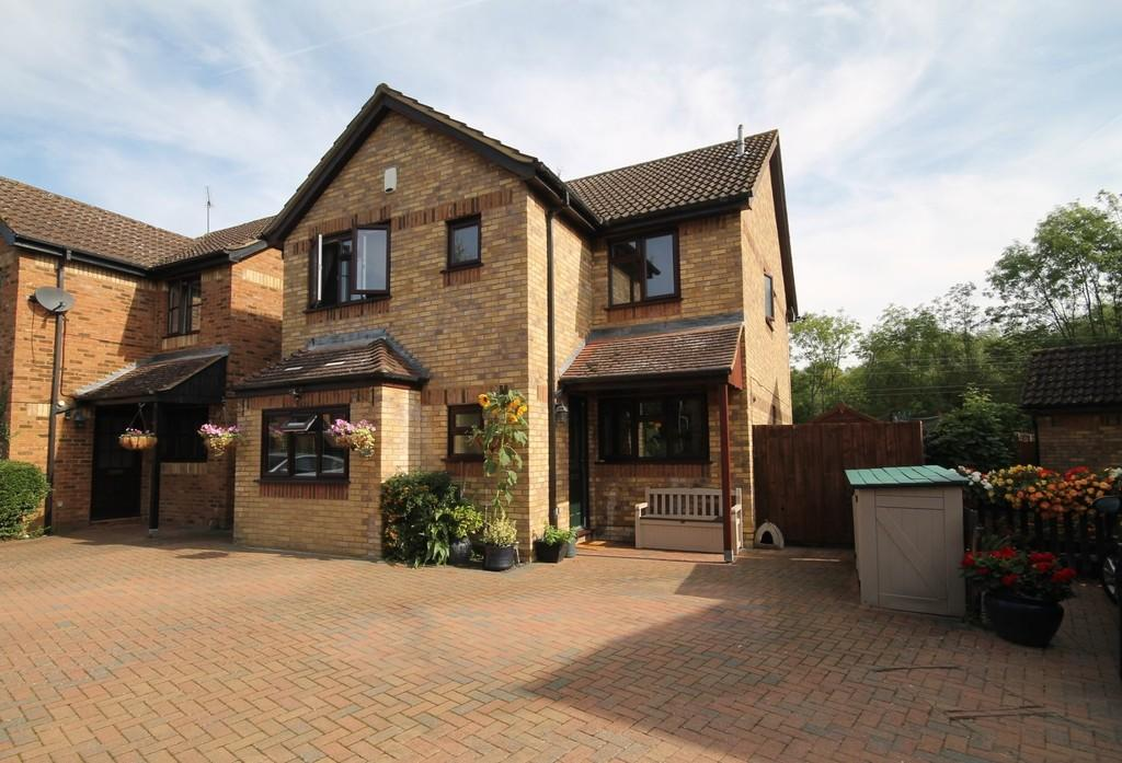 4 Bedrooms Detached House for sale in Meridian Way, Stanstead Abbotts