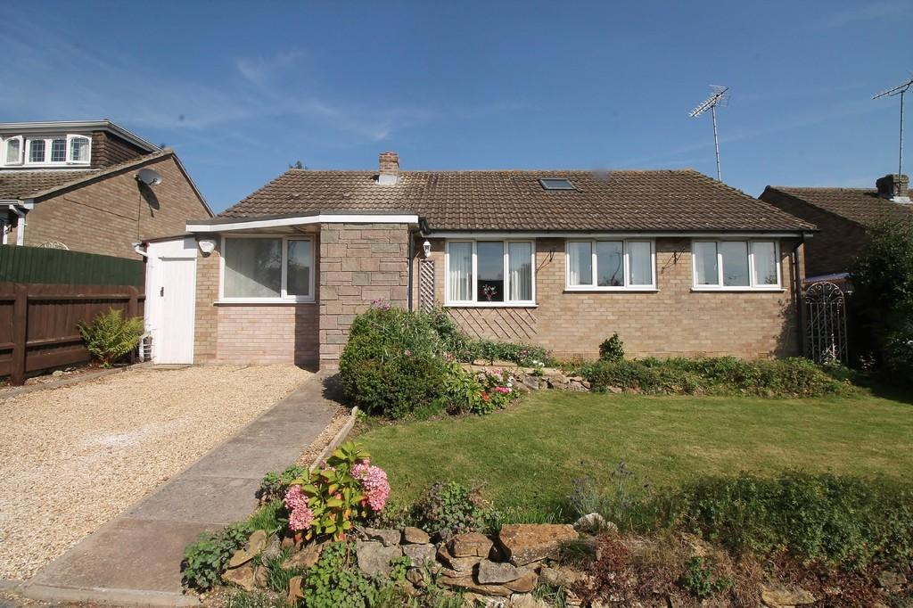 2 Bedrooms Detached Bungalow for sale in Weskers Close, Clipston