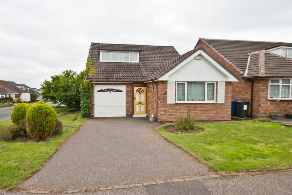 3 Bedrooms Detached House for sale in Foxcroft Close, Burntwood