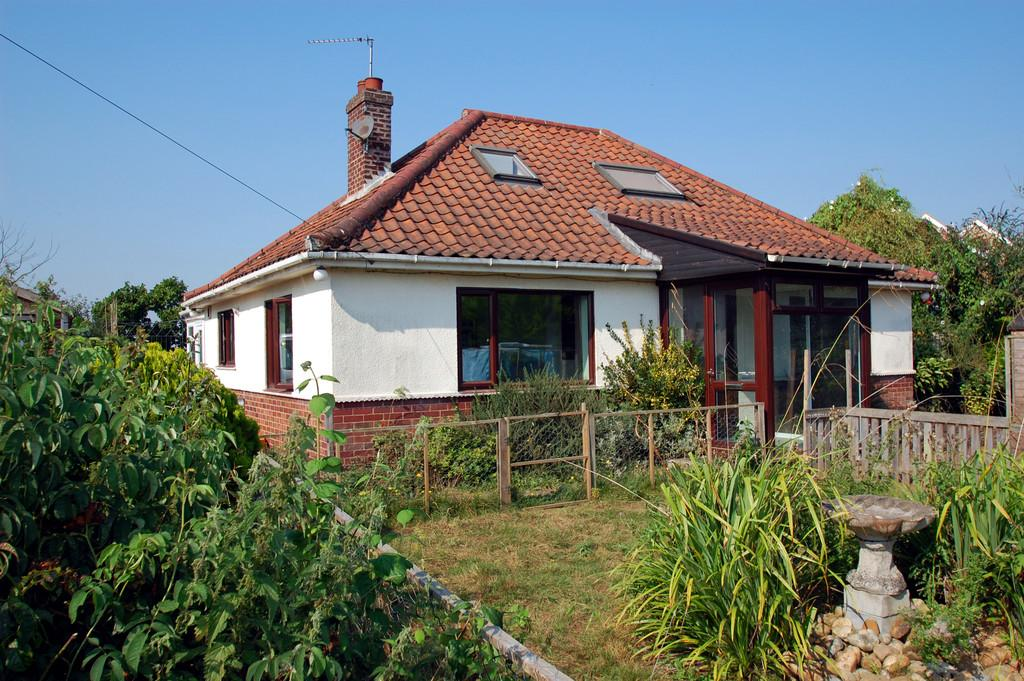 4 Bedrooms Detached Bungalow for sale in Norwich Road, North Walsham