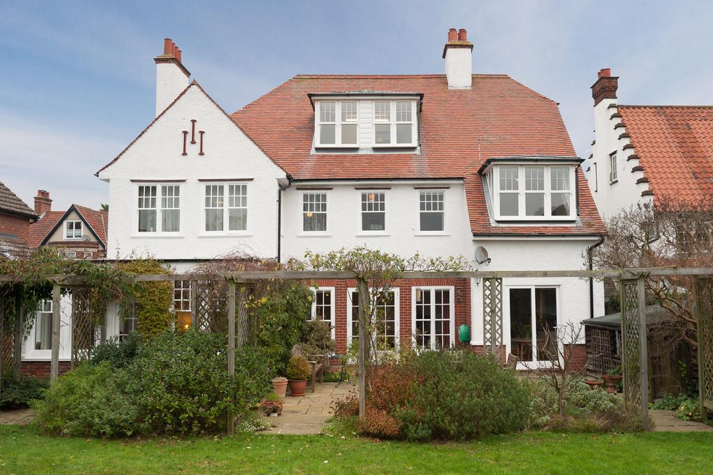 6 Bedrooms Detached House for sale in Alexandra Road, Sheringham