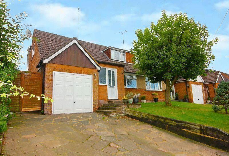 4 Bedrooms Chalet House for sale in The Coppins, Markyate,