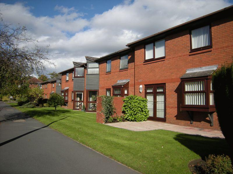 2 Bedrooms Retirement Property for sale in Park View Court, Romiley Village