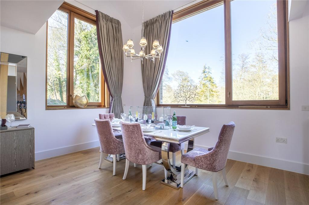 Mews 6 Dining Area