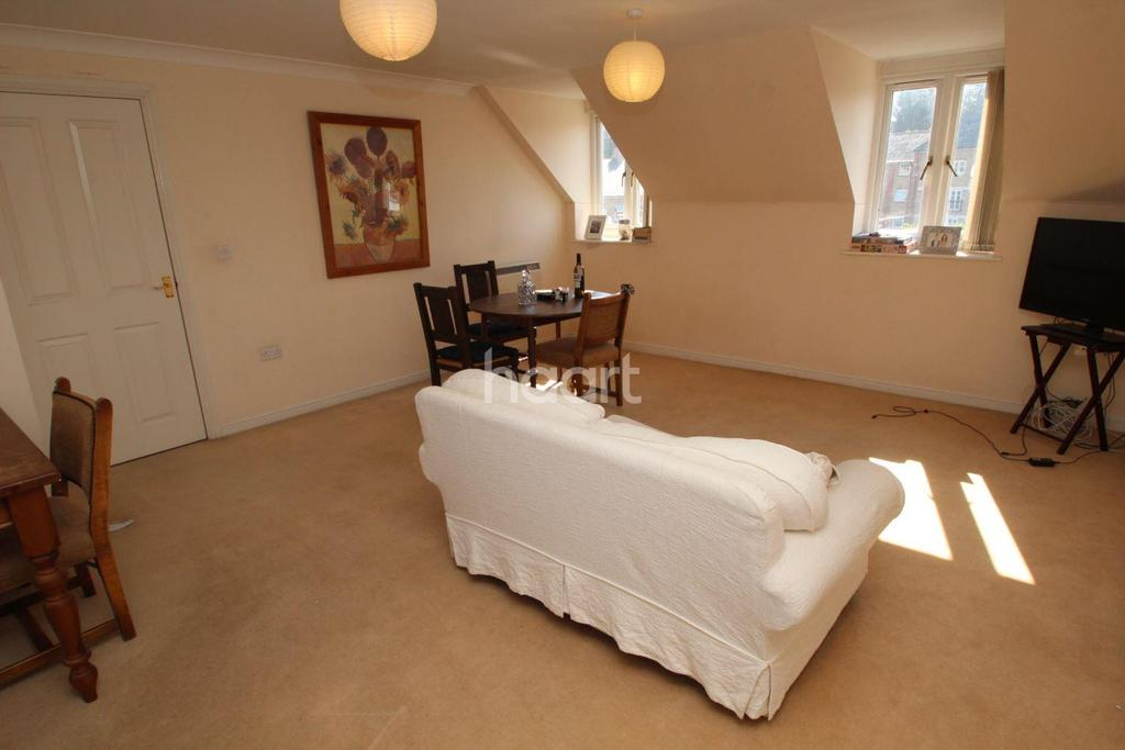 2 Bedrooms Flat for sale in Albany gardens, Colchester