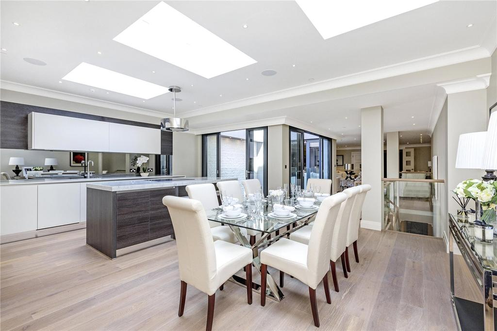 3 Bedrooms Maisonette Flat for sale in Buckingham Gate, London, SW1E