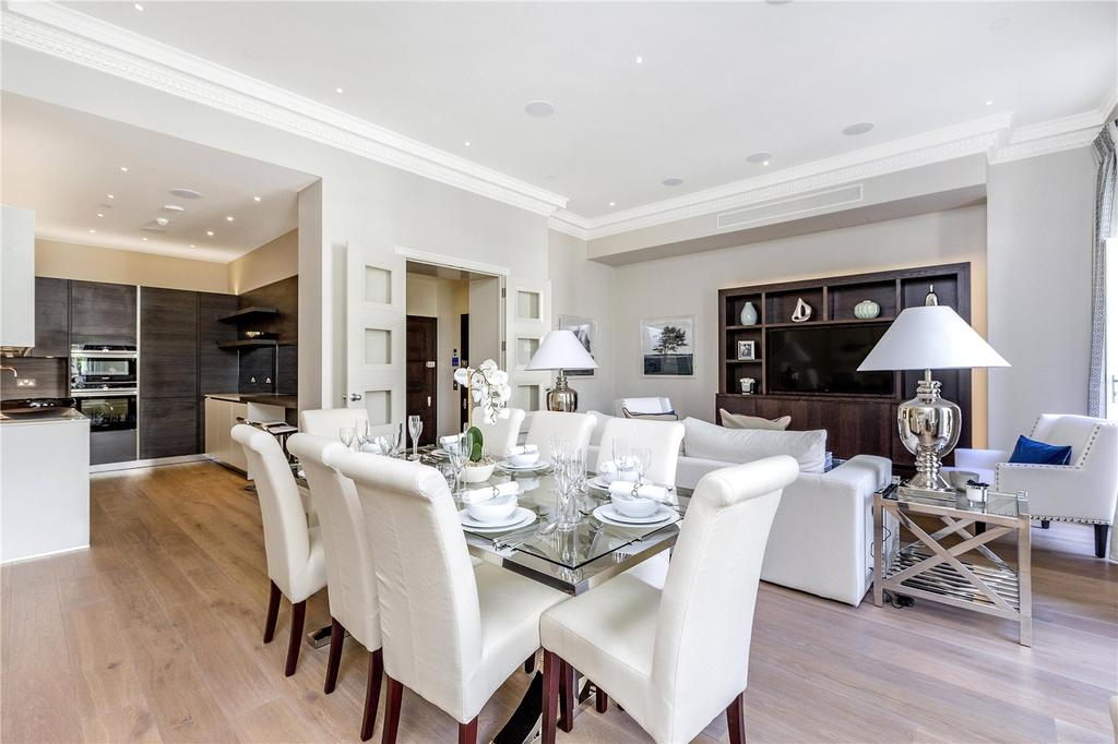 2 Bedrooms Flat for sale in Buckingham Gate, London, SW1E