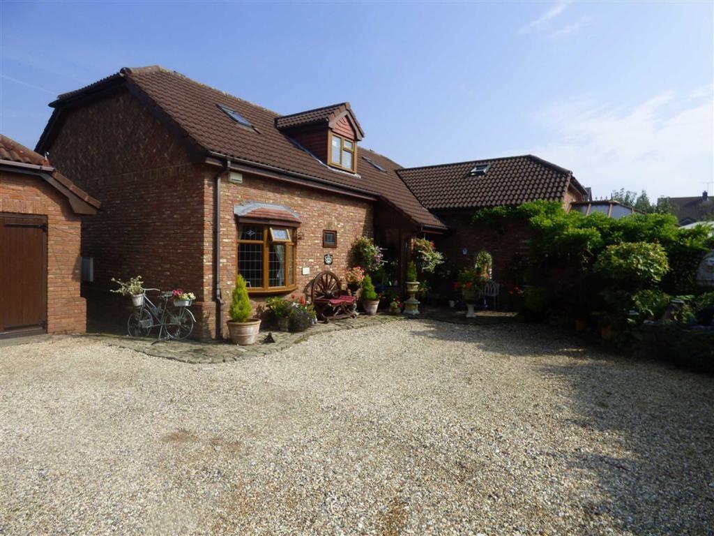 4 Bedrooms Detached Bungalow for sale in Little Acton Drive, Garden Village, Wrexham