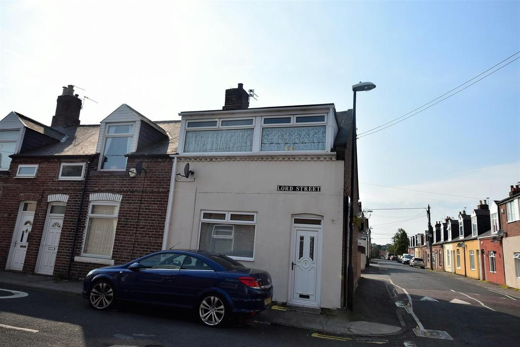 3 Bedrooms End Of Terrace House for sale in Lord Street, Silksworth, Sunderland