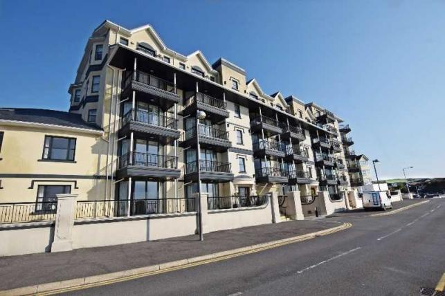3 Bedrooms Apartment Flat for sale in Kensington Place, Imperial Terrace, Onchan, IM3 1HL