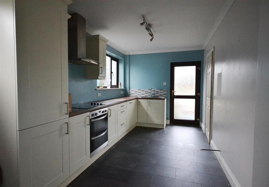 3 Bedrooms Semi Detached House for sale in Pennar