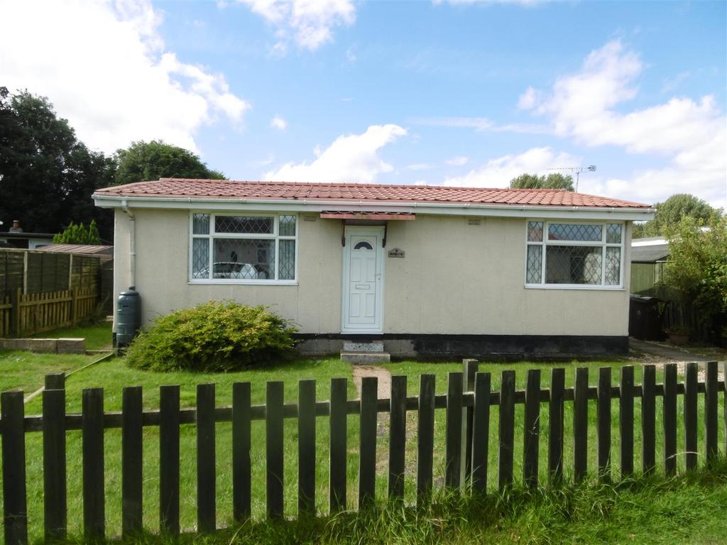2 Bedrooms Detached Bungalow for sale in 2nd Main Road, Humberston Fitties, Humberston, Grimsby