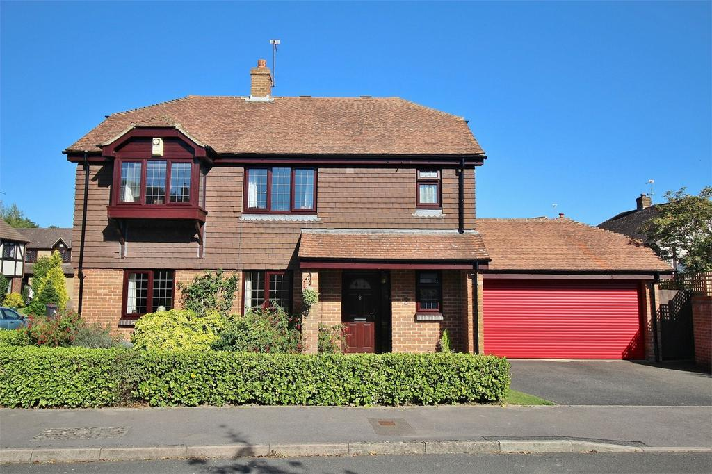 4 Bedrooms Detached House for sale in 2 Hart Close, Uckfield, East Sussex