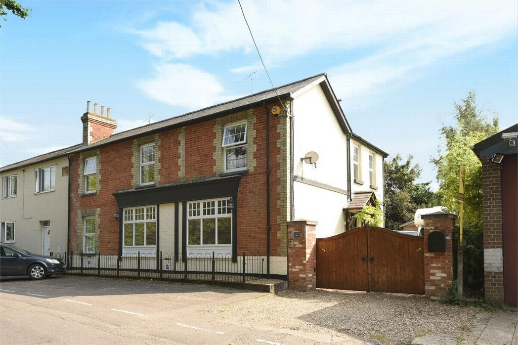 4 Bedrooms Semi Detached House for sale in West End, Woking, Surrey