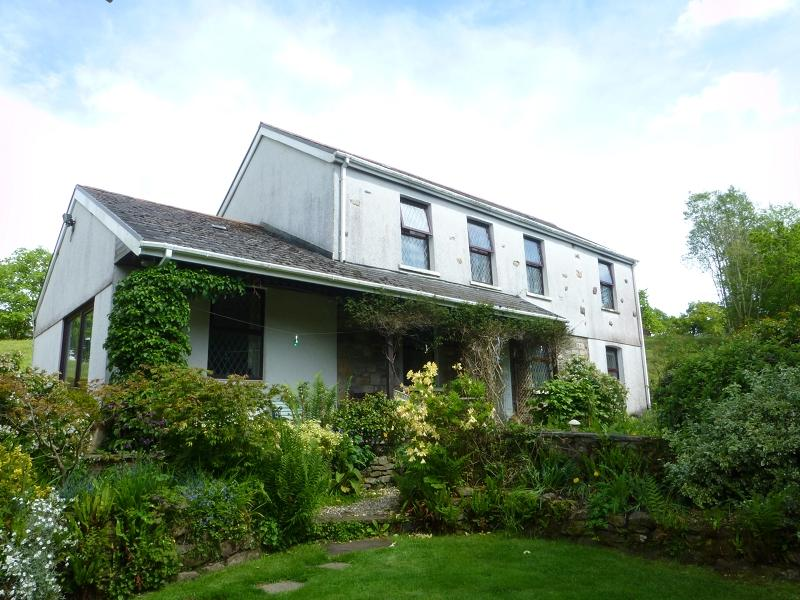 3 Bedrooms Detached House for sale in Maesywern Road, Glanamman, Ammanford, Carmarthenshire.